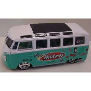 Maisto 1/25 Scale Diecast Custom Shop Series Volkswagen Samba Van in